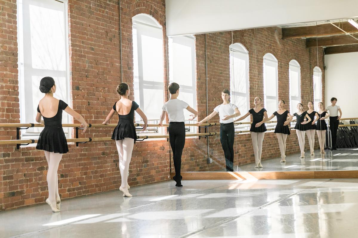 ballet-students-mirror-barre-1200